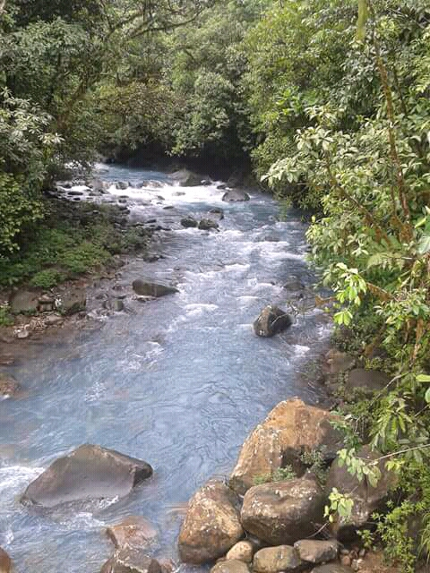 Río de aguas termales.